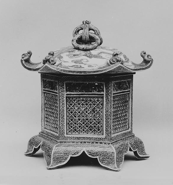 Lantern, Genemon, Porcelain decorated with enamels, and the glaze craquelé (Hizen ware, Kutani type), Japan