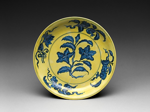 Dish with Gardenia, Porcelain painted with cobalt blue under and colored enamel over transparent glaze (Jingdezhen ware), China