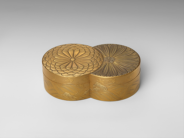 Incense Box in Shape of Overlapped Chrysanthemums; The Chrysanthemum Youth (Inside Tray), Gold, silver hiramaki-e, takamaki-e on gold ground, Japan