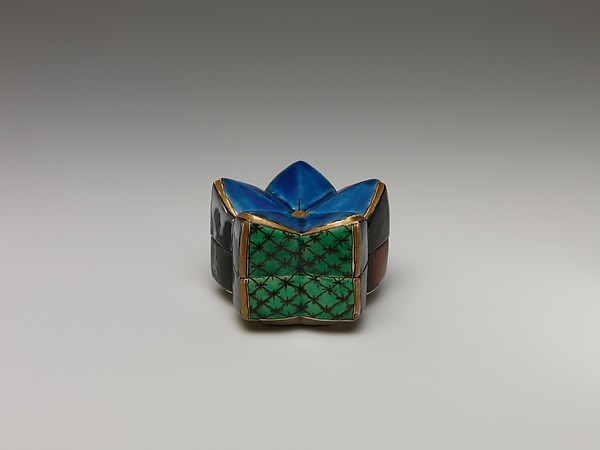 Incense Box in the Shape of a Plum Blossom, Porcelain with overglaze enamels (Hizen ware), Japan