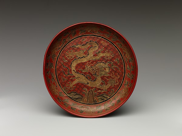 Dish with dragon, Polychrome lacquer with filled-in and engraved gold decoration, China