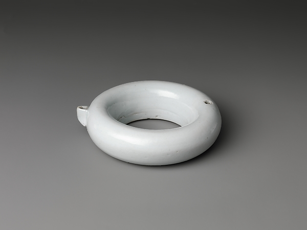 Ring-shaped water dropper, Porcelain, Korea