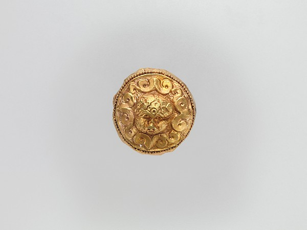 Cap-Shaped Plaque with Lion, Gold, China (Xinjiang Autonomous Region, Central Asia)