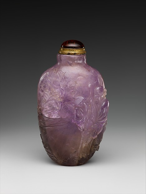 Snuff bottle with figure in a garden, Amethyst, China