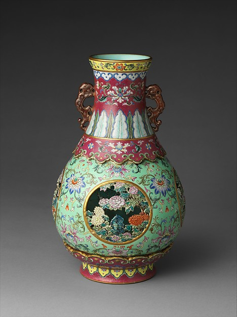 Vase, Porcelain with openwork medallions, painted in overglaze famille rose enamels, with engraved design, China