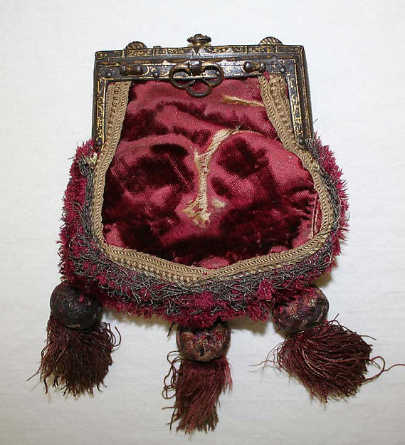 16th century German velvet purse with tassels and metal frame, The Met.