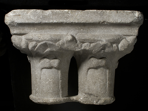 Double Capital, Marble, French