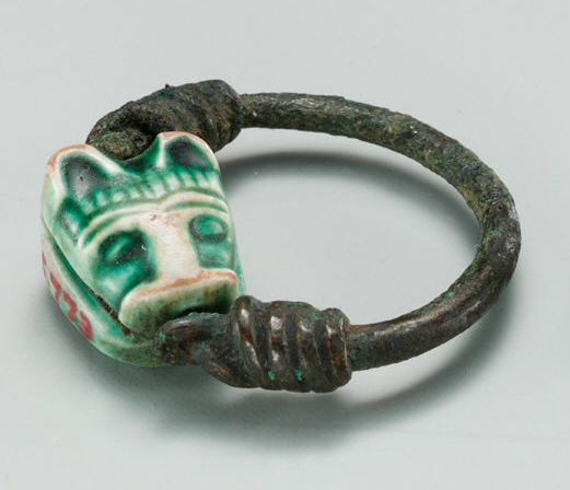 Ring with a feline's head.
