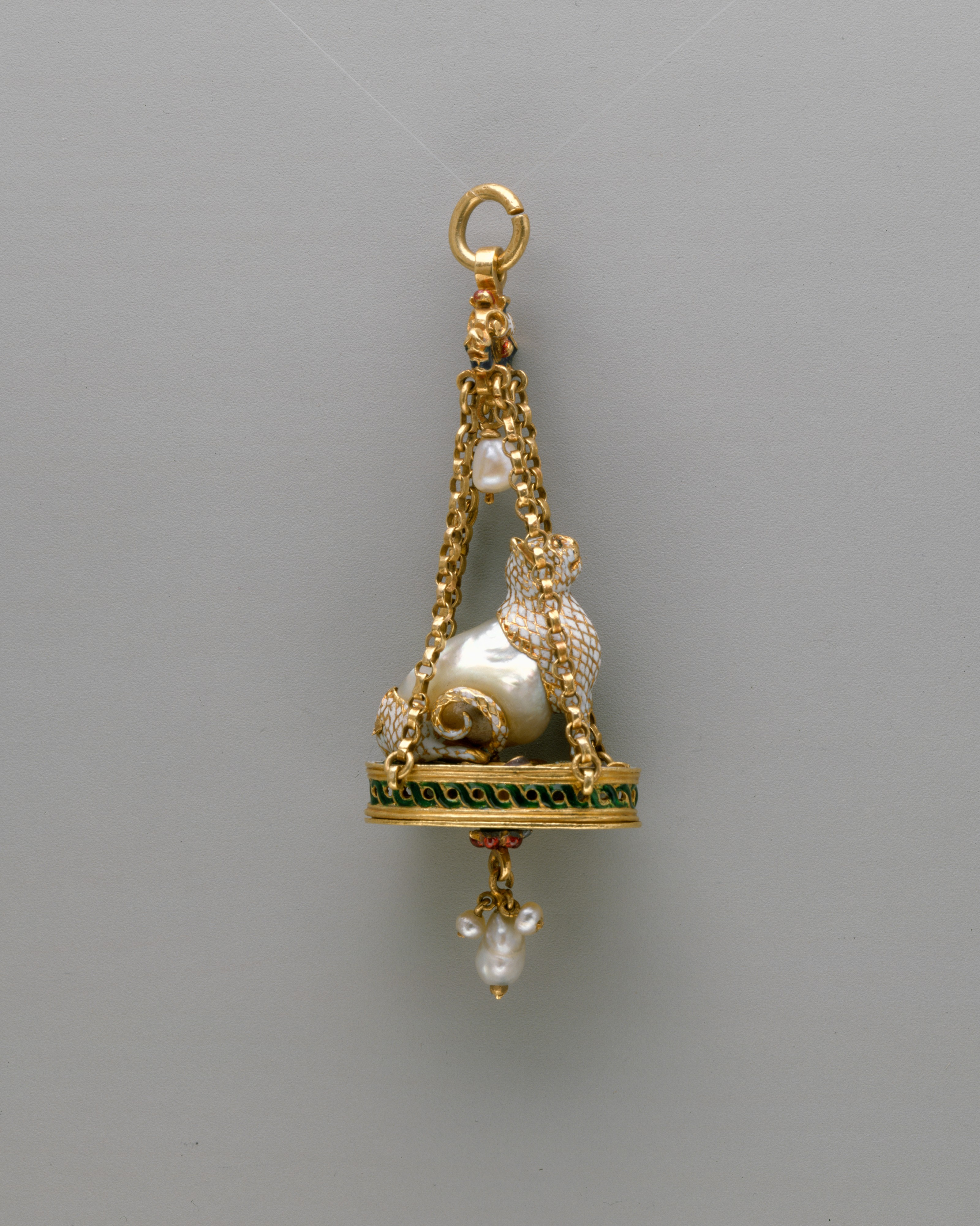 Pendant in the form of a seated cat.