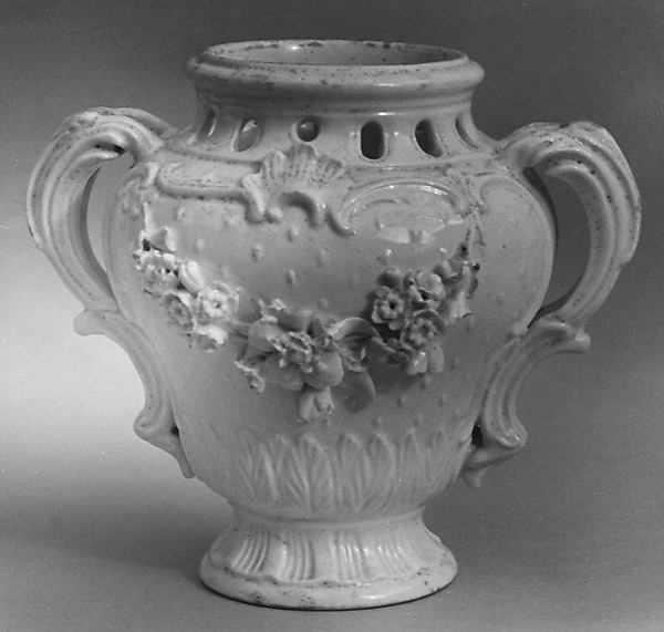 Potpourri vase (one of a pair), Royal Porcelain Manufactory (Danish, 1775–present), Soft-paste porcelain, Danish, Copenhagen