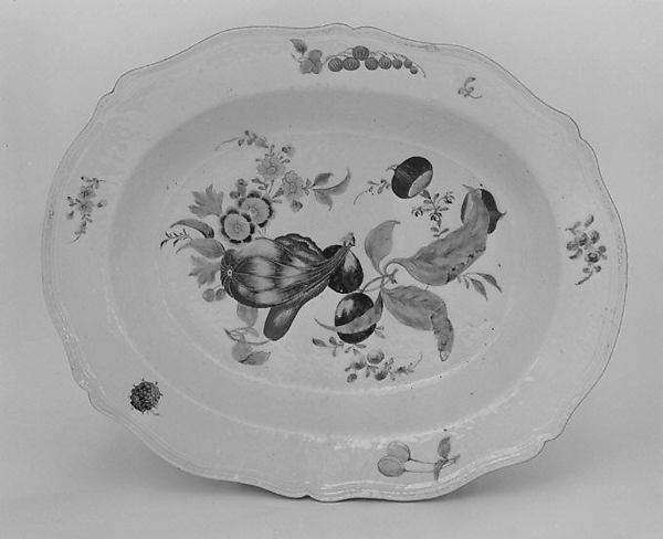 Platter (part of a service), Hard-paste porcelain, Chinese, for Continental market