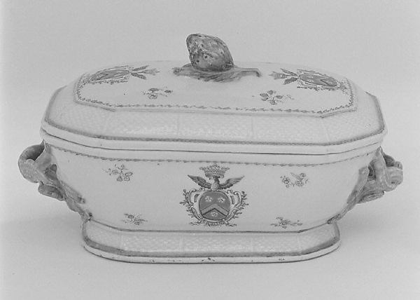 Tureen with cover (part of a service), Hard-paste porcelain, Chinese, probably for Swedish market