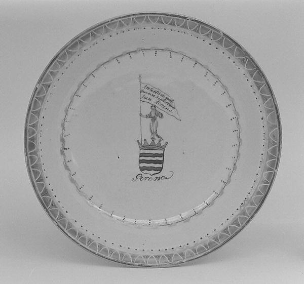 Saucer, Hard-paste porcelain, Chinese, for Spanish market
