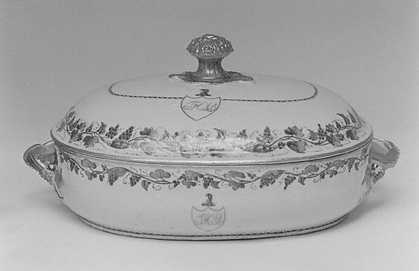Vegetable dish with cover (part of a service), Hard-paste porcelain, Chinese, for British market