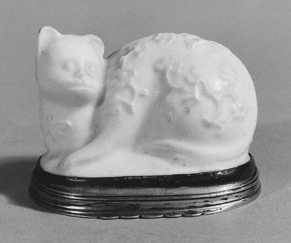 Box in the form of a cat, Saint-Cloud factory (French, before 1698–1766), Soft-paste porcelain, silver, French, Saint-Cloud with Paris mounts