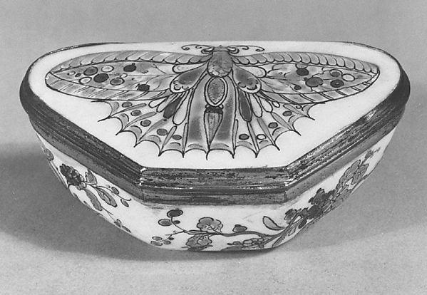 Snuffbox, Saint-Cloud factory (French, before 1698–1766), Soft-paste porcelain, gilt copper, French, Saint-Cloud