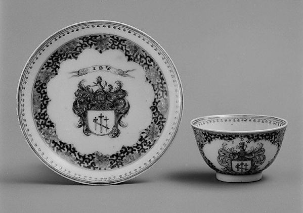 Teabowl and saucer, Hard-paste porcelain, Chinese, for Dutch market