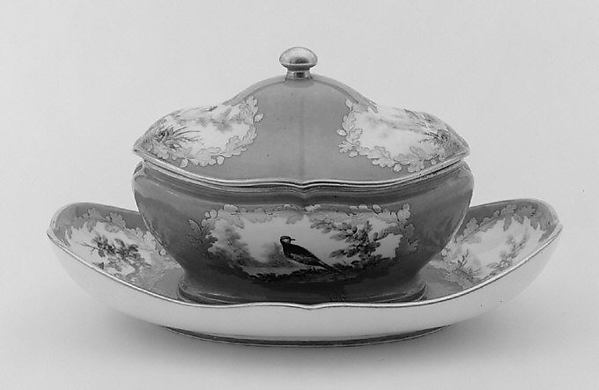 Sugar bowl with cover (sucrier de Monsieur le Premier) (one of a pair) (part of a service), Sèvres Manufactory (French, 1740–present), Soft-paste porcelain, French, Sèvres