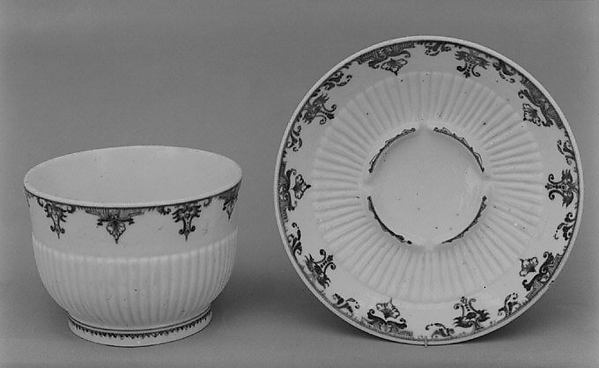 Bowl, Saint-Cloud factory (French, before 1698–1766), Soft-paste porcelain, French, Saint-Cloud