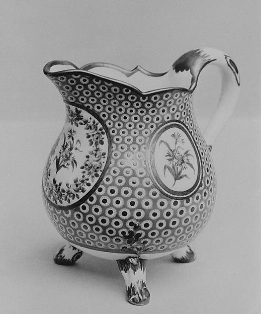 Milk jug (pot à lait à pieds), Sèvres Manufactory (French, 1740–present), Hard-paste porcelain, French, Sèvres