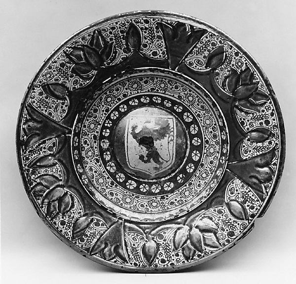 Dish, Tin-glazed and luster-painted earthenware, Spanish, Valencia
