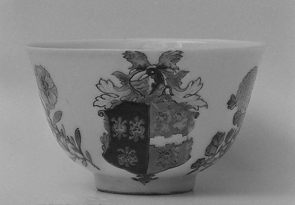 Teabowl and saucer, Hard-paste porcelain, Chinese, for British market