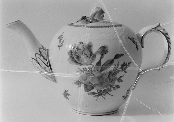Teapot, Royal Porcelain Manufactory (Danish, 1775–present), Hard-paste porcelain, Danish, Copenhagen