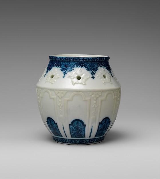 Potpourri jar, Rouen, Soft-paste porcelain, French, Rouen