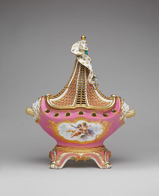 Potpourri vase (pot-pourri à vaisseau), Sèvres Manufactory (French, 1740–present), Soft-paste porcelain, French, Sèvres