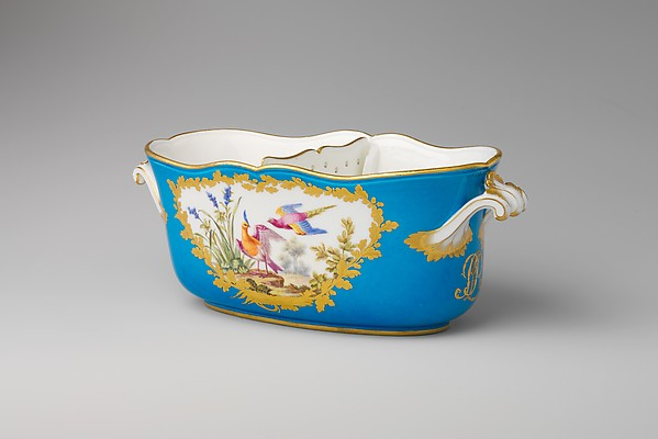 Liqueur bottle cooler (seau ovale à liqueur) (one of a pair) (part of a service), Sèvres Manufactory (French, 1740–present), Soft-paste porcelain, French, Sèvres