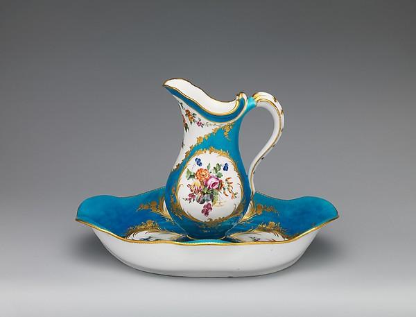 Ewer and basin (pot à la Romaine uni et jatte ovale), Vincennes Manufactory (French, ca. 1740–1756), Soft-paste porcelain, French, Vincennes