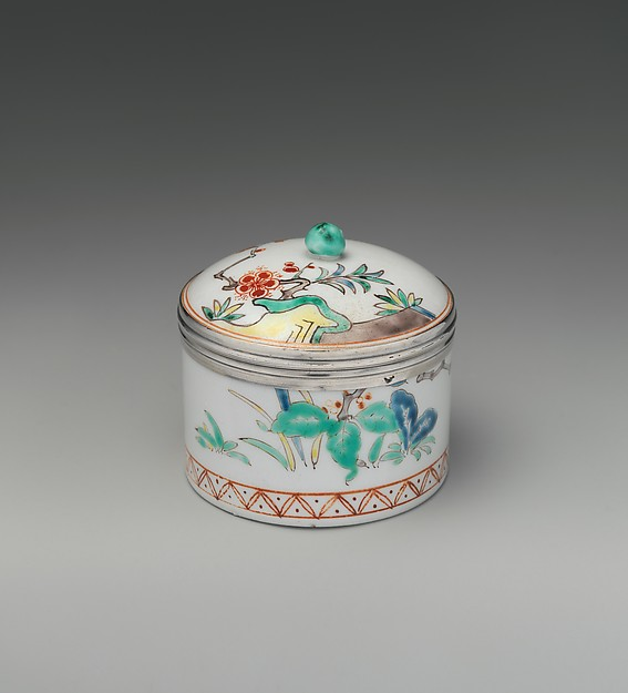 Pomade pot with cover, Tin-glazed soft-paste porcelain, silver, French, Chantilly