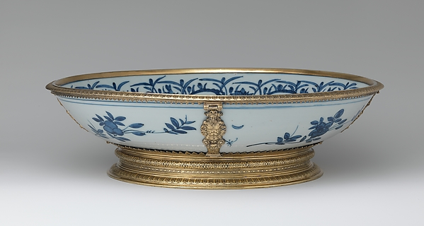 Mounted dish with figures in a landscape, Hard-paste porcelain, silver gilt, British, London mounts and Chinese porcelain