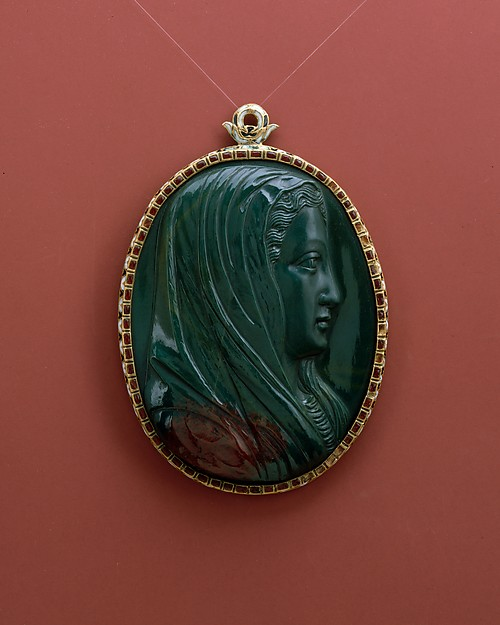 Pendant with head of the Virgin, Ottavio Miseroni (died 1624), Heliotrope with enameled gold mount, probably Bohemian, Prague