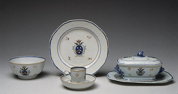 Platter (part of a service), Hard-paste porcelain, Chinese, probably for Swedish market