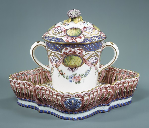 Cup with cover and tray (gobelet à lait et corbeille carré), Sèvres Manufactory (French, 1740–present), Soft-paste porcelain, French, Sèvres
