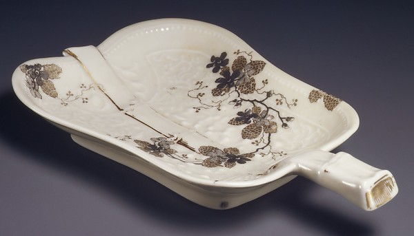 Dish, Modeled by Édouard-Alexandre Dammouse (French, 1850–1903), Hard-paste porcelain, French, Limoges