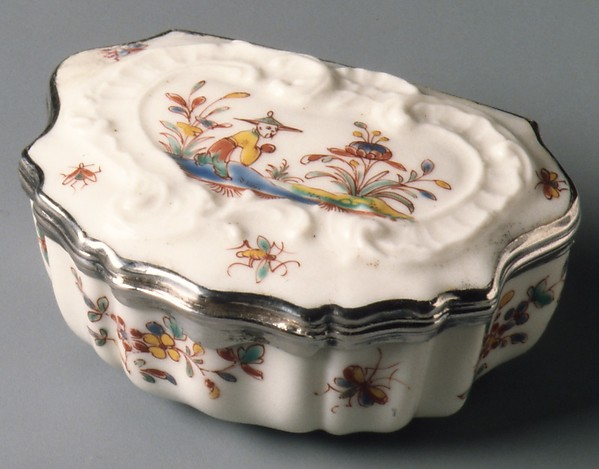 Snuffbox, Saint-Cloud factory (French, before 1698–1766), Soft-paste porcelain, silver, French, Saint-Cloud