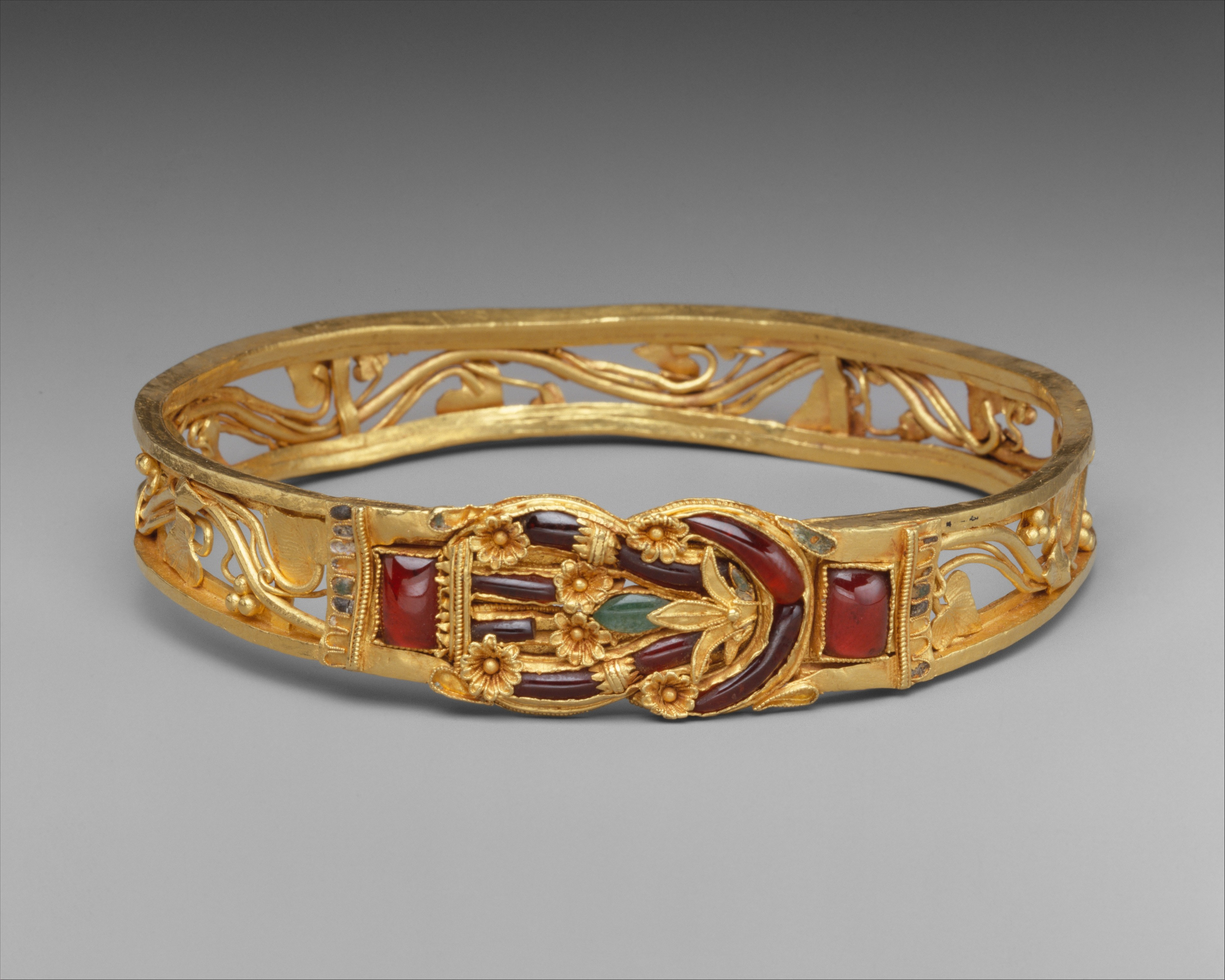 Gold Armband With Herakles Knot Greek Hellenistic The Metropolitan Museum Of Art