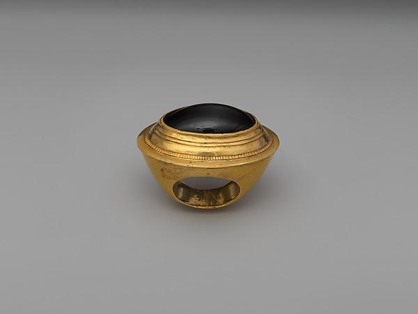 Gold ring with garnet, Gold, garnet, Greek
