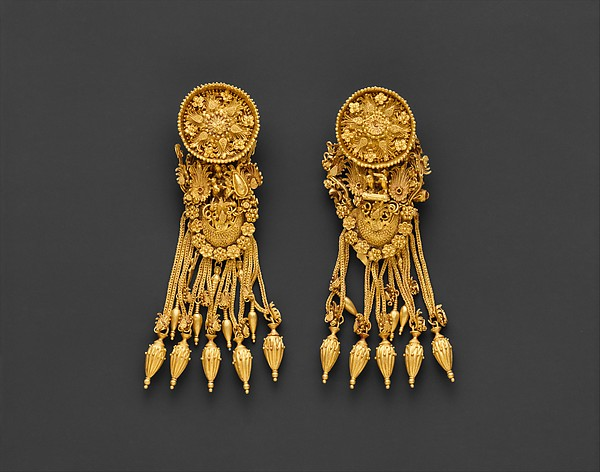 Gold earrings with disk and boat-shaped pendant, Gold, East Greek