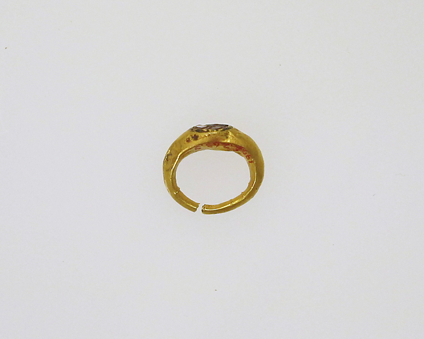 Ring with intaglio of schematic figure, Gold, gem, Roman