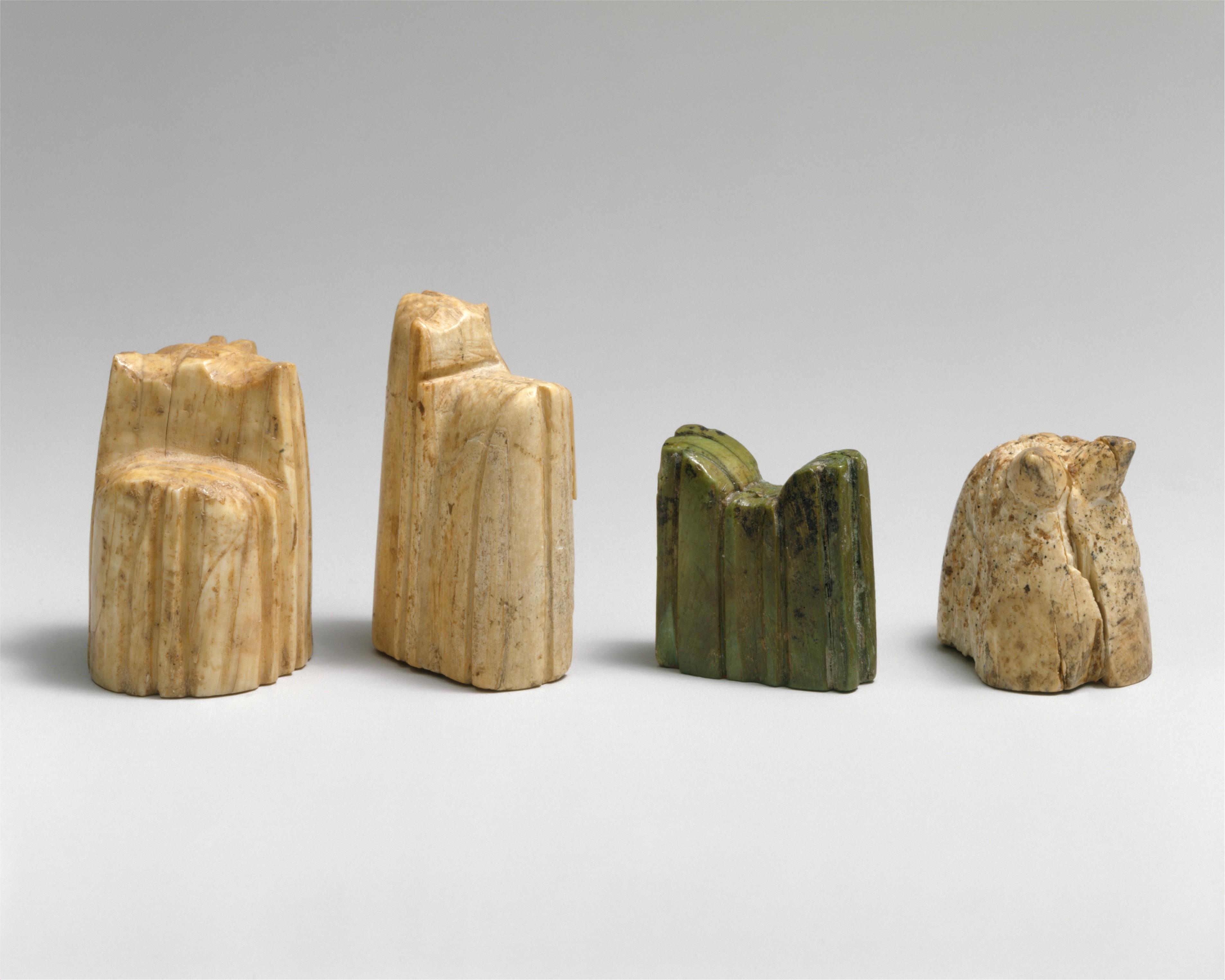 مجموعة من قطع لبعة الشطرنج