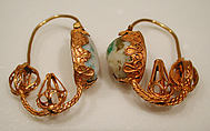 Earring, Gold wire with filigree and pale stone