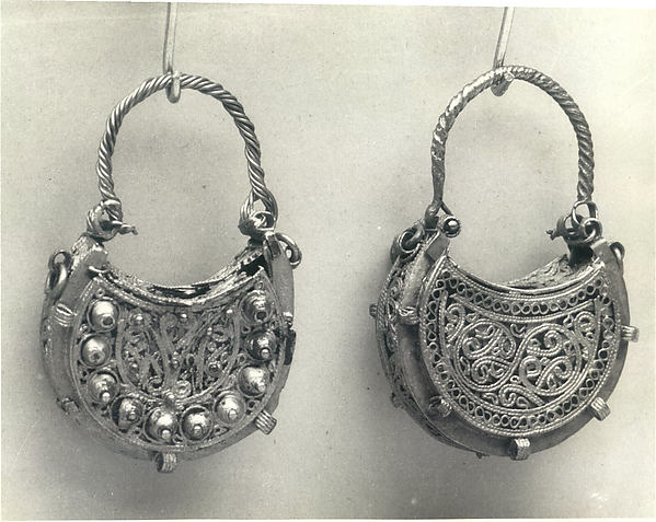 Earrings, Gold; wire, strips, filigree, and granulation