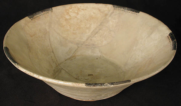 Bowl, Earthenware; slip covered with monocrhome slip decoration under transparent glaze