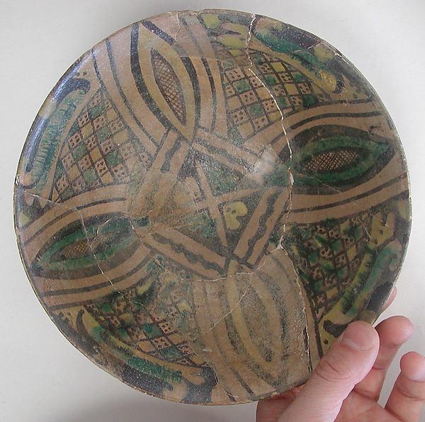 Bowl, Earthenware; buff slip, underglaze painted in polychrome pigments under transparent glaze