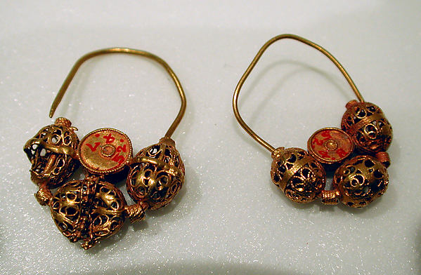 Earring, Gold wire with filigree