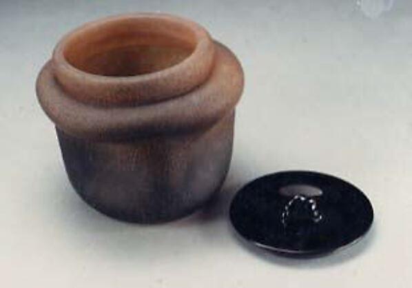 Jar with lid, Toshichi Iwata (Japanese, 1893–1980), Glass