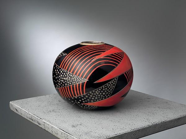 Vase, Jean Dunand (French (born Switzerland), Lancy 1877–1942 Paris), Lacquered metal